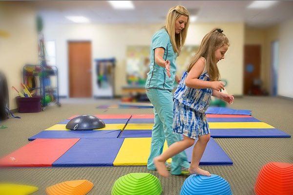 فیزیوتراپی اطفال  فیزیوتراپی اطفال Physical Therapy for Children Suffering From Autism