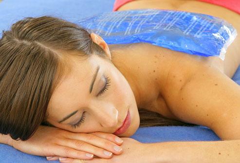 استفاده از یخ یا گرما برای کاهش کمر درد روش های درمان کمر درد - 980923 8 - روش های درمان کمر درد