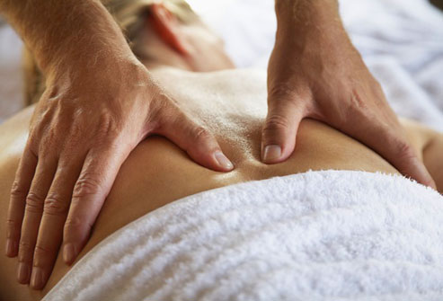 استفاده از درمان ها دستی برای درمان کمر درد روش های درمان کمر درد روش های درمان کمر درد 980923 9